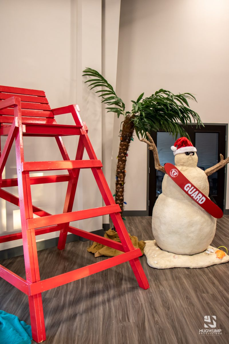 Florida-Holiday-Theme-Decor-2