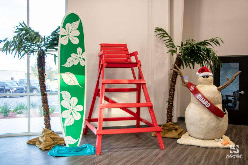 Florida-Holiday-Theme-Decor
